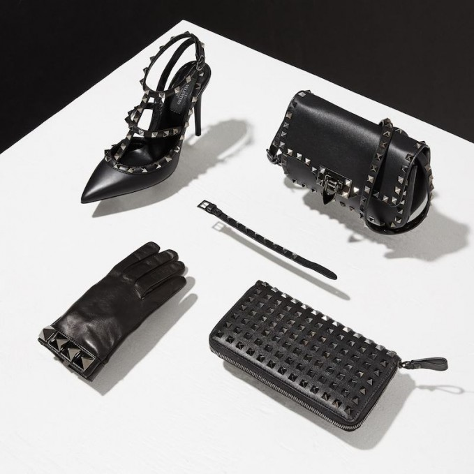 Valentino Pyramid Rockstud in Black