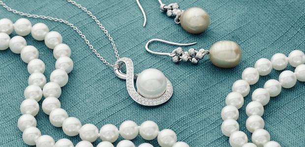 Pearls: Instant Classics at Rue La La