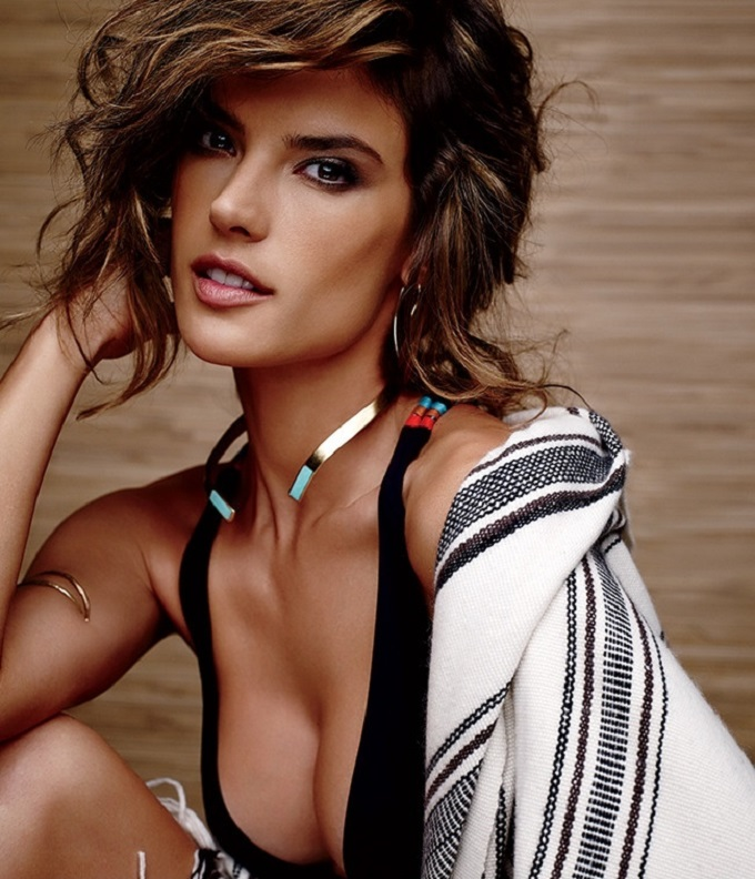 Alessandra Ambrosio Swimwear Cover Shooting Lookbook_6