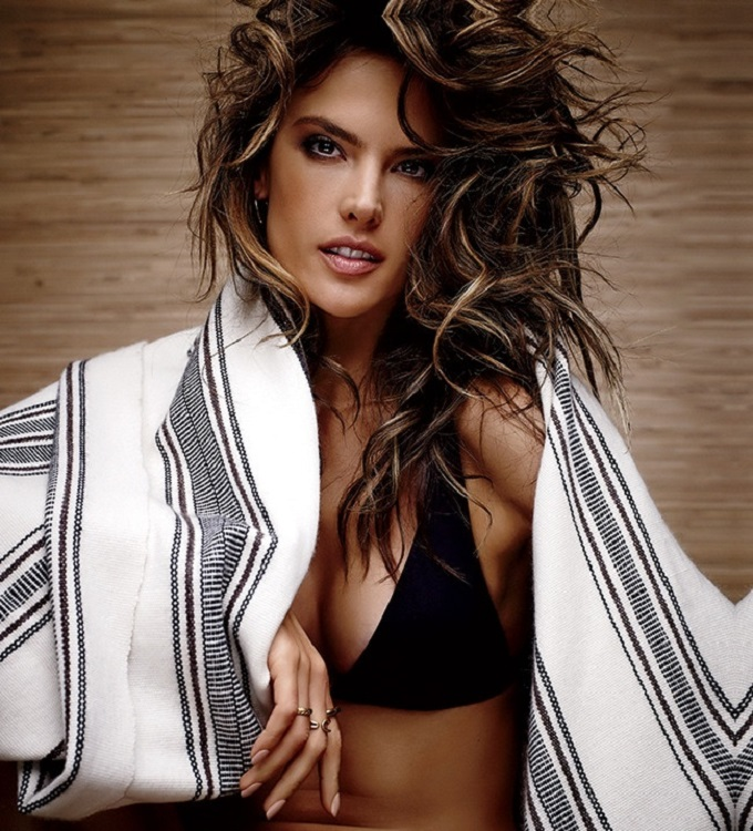 Alessandra Ambrosio Swimwear Cover Shooting Lookbook_7