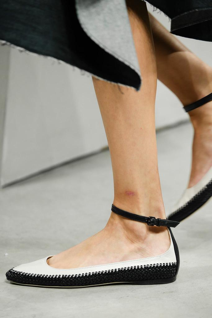 Bottega Veneta Ankle Strap Leather Flat, Prusse, Mist