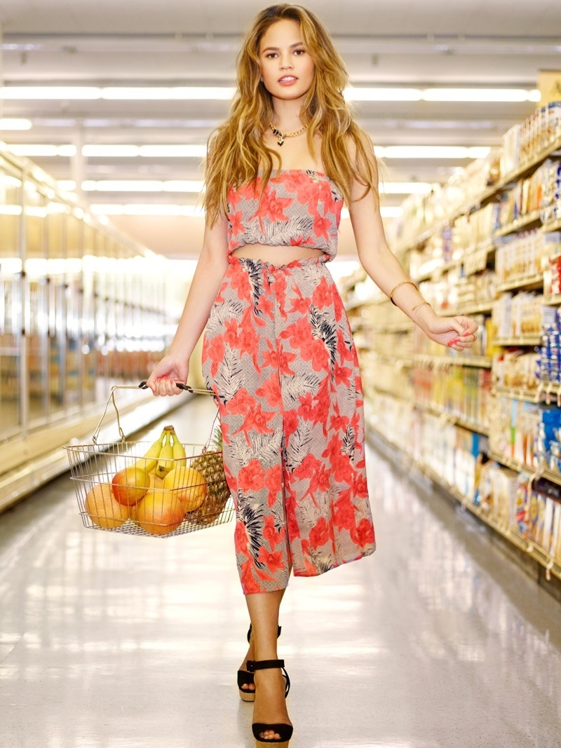 Chrissy Teigen Goes Shopping in Revolve Clothing Spring 2015_3