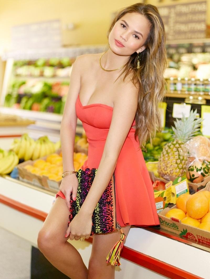 Chrissy Teigen Goes Shopping in Revolve Clothing Spring 2015_4