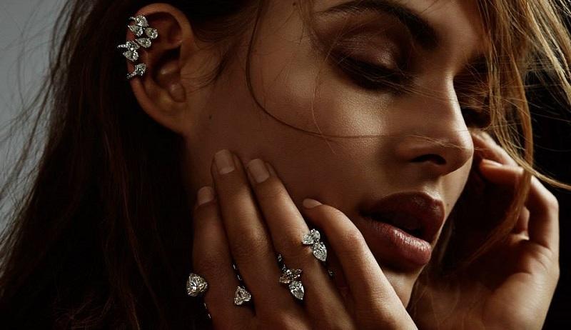 REPOSSI Heart-Shaped Diamonds & White Gold Serti Sur Vide Cuff Ring