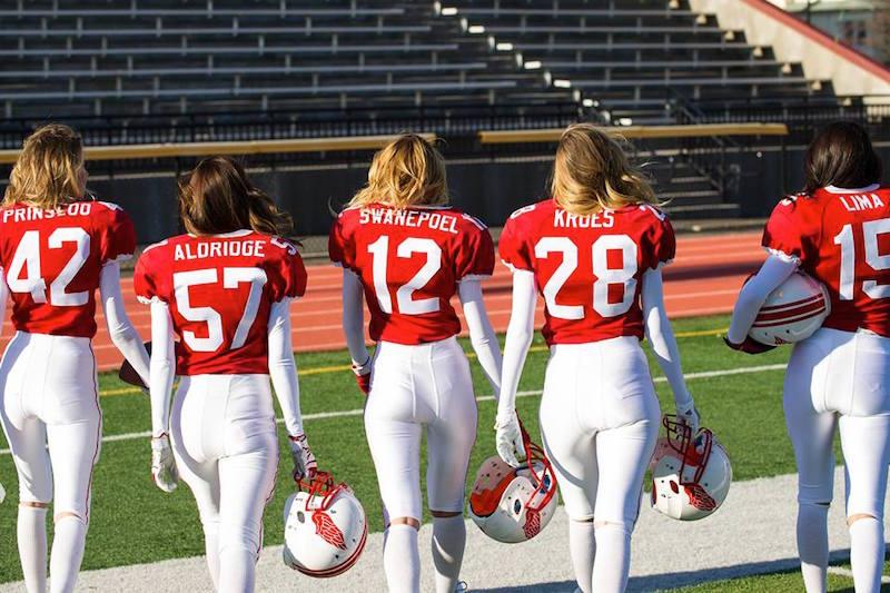 Victoria's Secret Angels Play Football_3