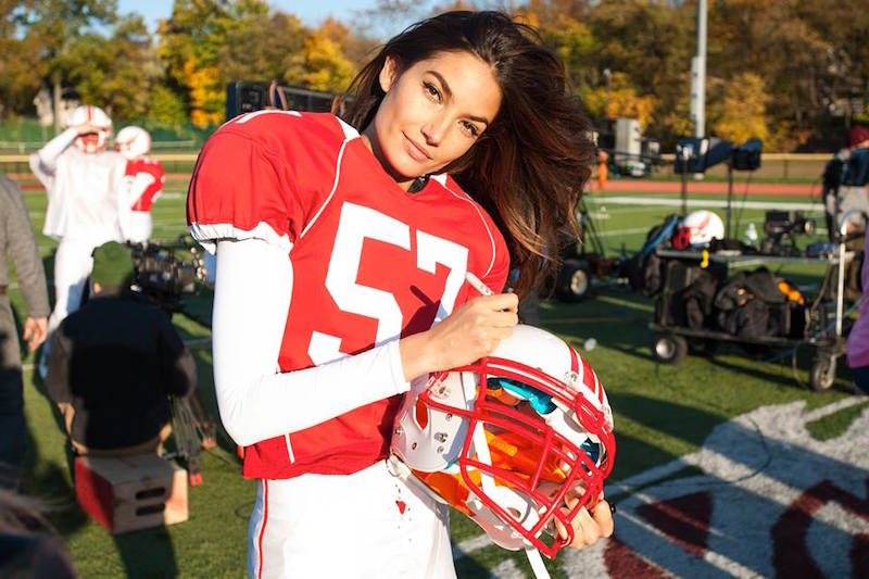 Victoria's Secret Angels Play Football_5