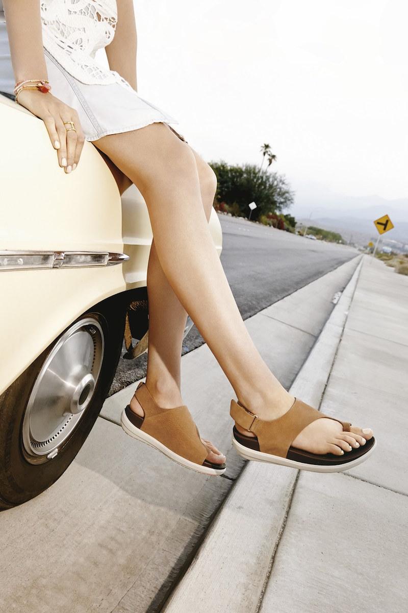 FitFlop Loosh Nubuck Toe Loop Sandal