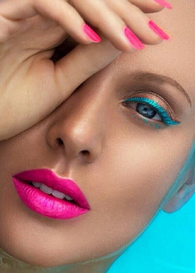 Pool Colors Makeup Guide