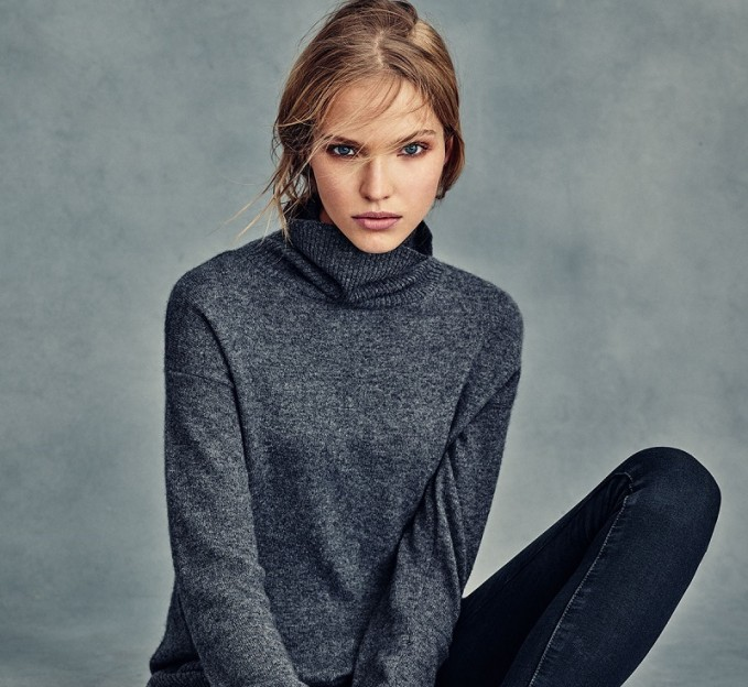 Neiman Marcus Cashmere Collection Cashmere Turtleneck with Side Slits