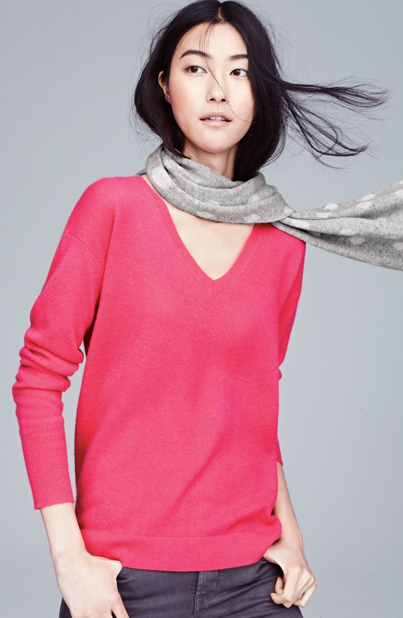 Halogen V-Neck Lightweight Cashmere Sweater
