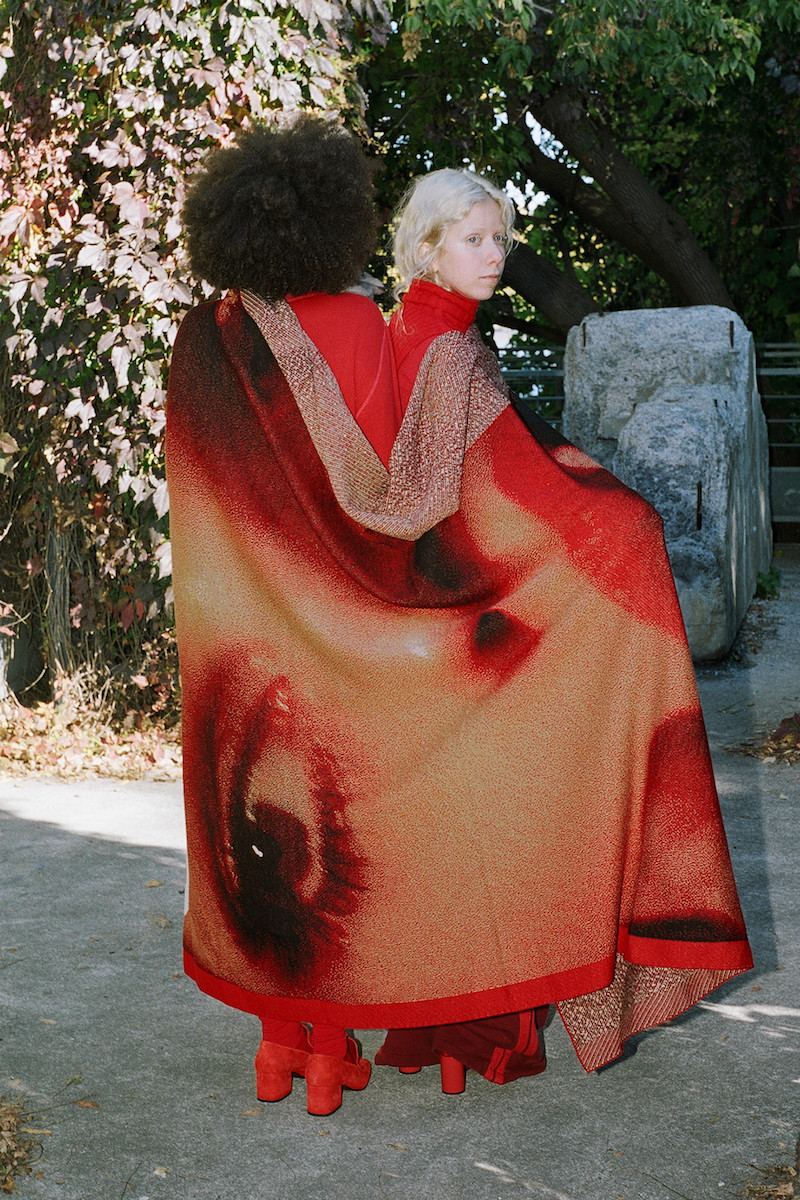032c Red Under The Covers Lara Stone Blanket