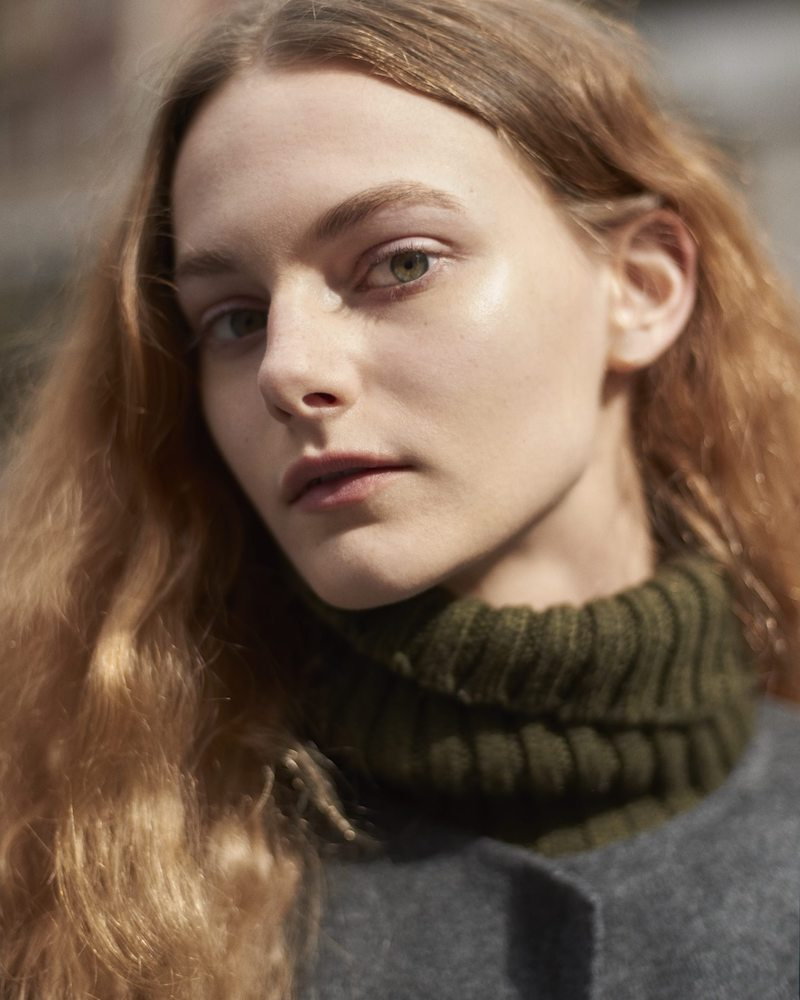 Barneys New York Cashmere Turtleneck Sweater in Army