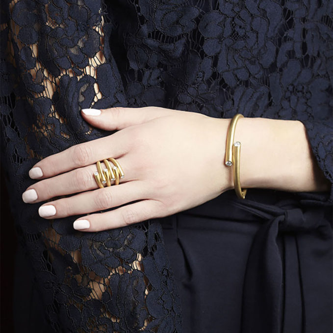 Carelle 18k Gold Bracelet with Diamond Ends