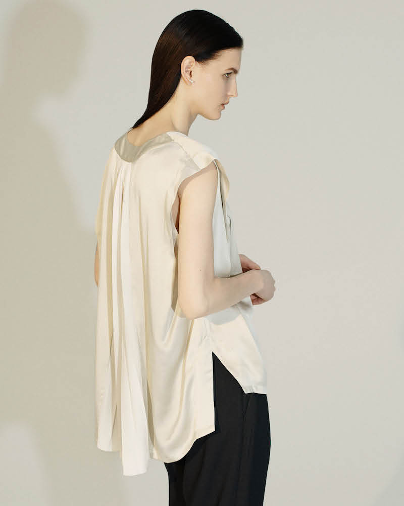 Pas de Calais Textured Silk Satin Pleated-Back Blouse