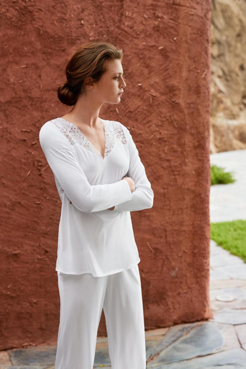 Hanro Daphne Lace-Trim Pajama Set