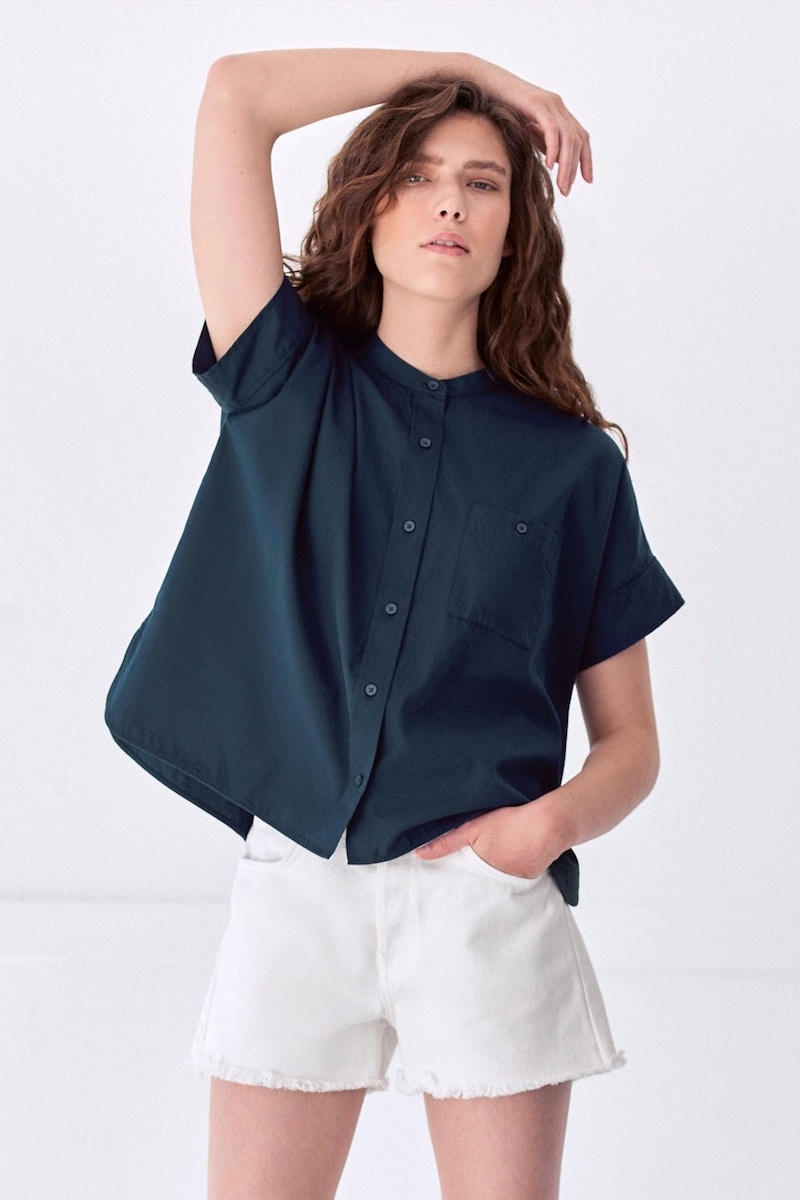 Everlane The Light Oxford Collarless Short-Sleeve Square Shirt in Navy