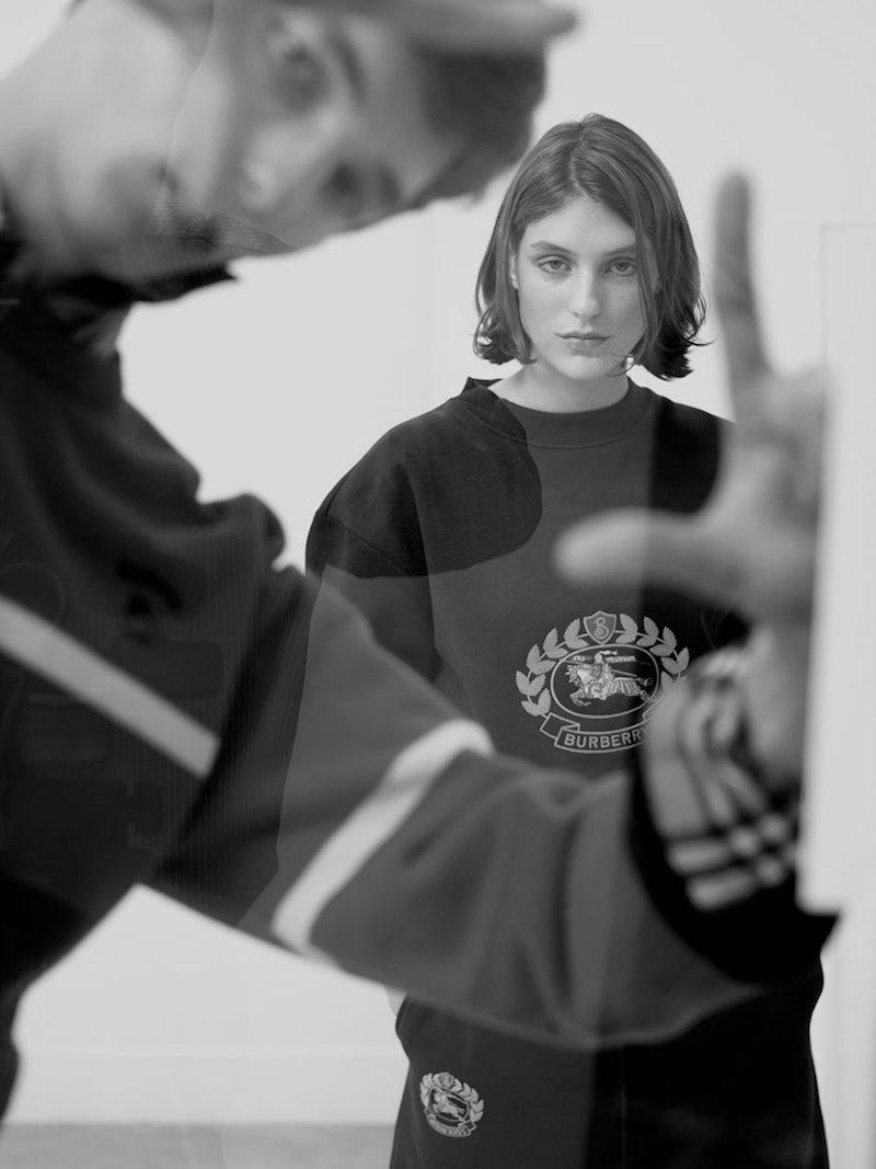Burberry Crest-Embroidered Round-Neck Sweatshirt