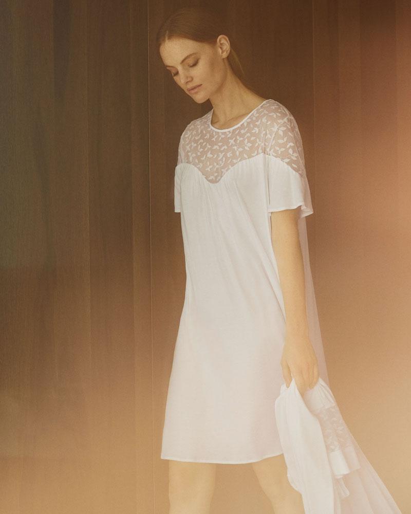 Hanro Iris Lace-Yoke Short Nightgown