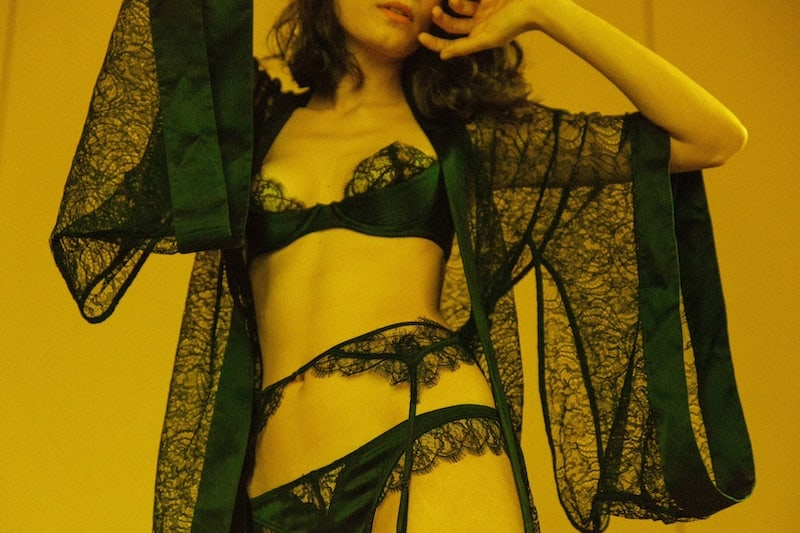 Kiki de Montparnasse Silk-Trimmed Lace Kimono Robe