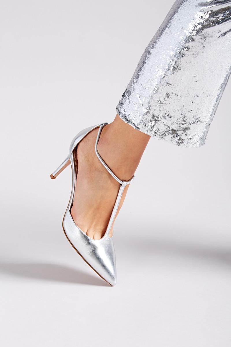 Gianvito Rossi Cheryl Leather T-Strap Pumps