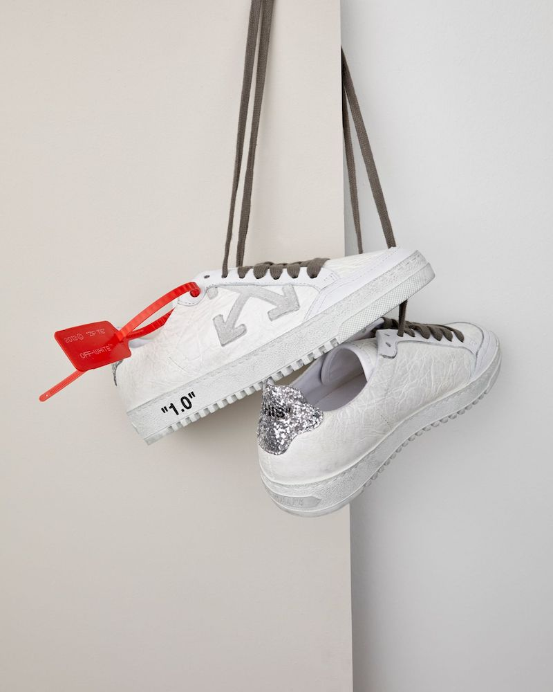 Exclusive to Mytheresa Off-White Arrow 2.0 Leather Sneakers in Soft Gray