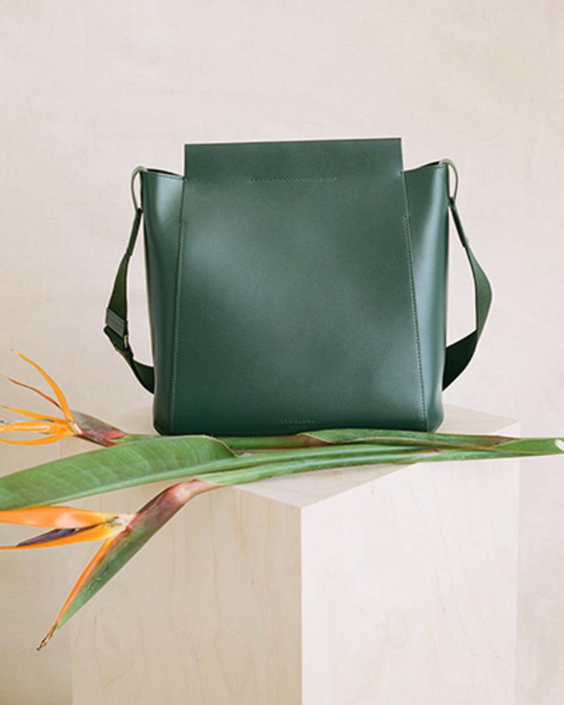 Everlane The Form Leather Crossbody Bag