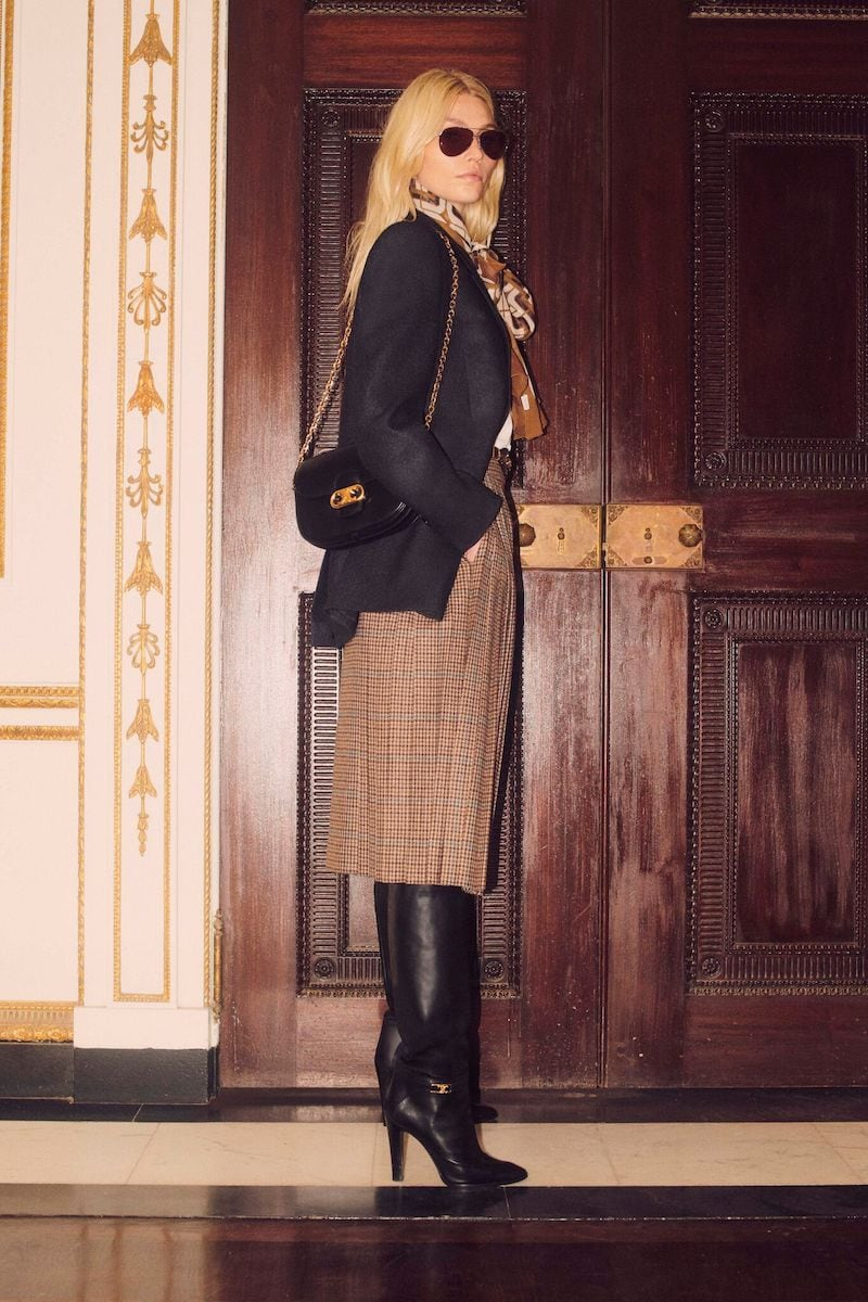 CELINE Medium Triomphe Bag With Chain in Calfskin