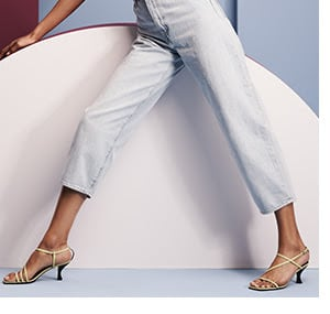 Carrot-Cut Trousers / The look is nipped at the waist, billowy throughout the legs.