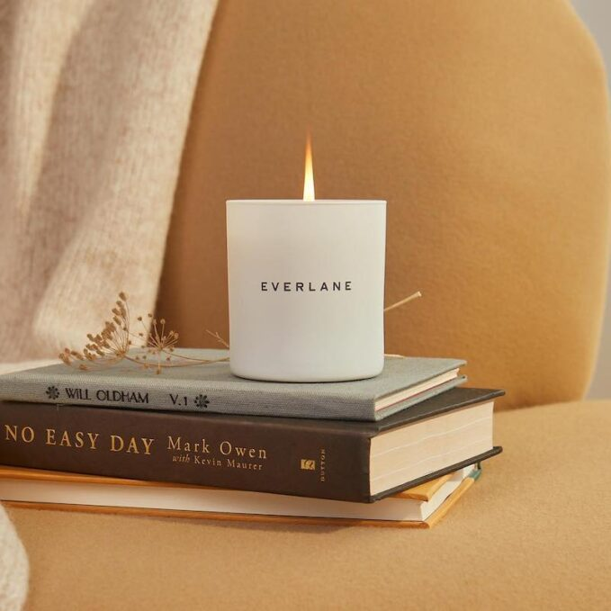 Everlane Cozy Cabin Candle 1